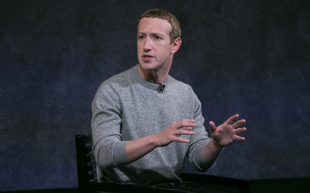 Facebooks toppsjef Mark Zuckerberg møter intern motstand for sin holdning til politisk reklame, som kan legges ut selv om den inneholder falske påstander. Foto: Mark Lennihan / AP / NTB scanpix