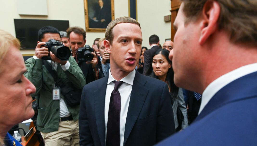 Facebook-sjef Mark Zuckerberg mener det er riktig å tillate politisk reklame. Foto: Erin Scott / Reuters / NTB scanpix