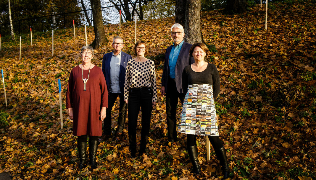 Forskerne bak boken «Blindsoner og mangfold»: Hege Lamark (fra venstre), Jan Erik Andreassen, Lisbeth Morlandstø, Bengt Engan og Birgit Røe Mathisen. Astrid Marie Holand og Sigurd Allern har også bidratt til boken. Foto: Eskil Wie Furunes