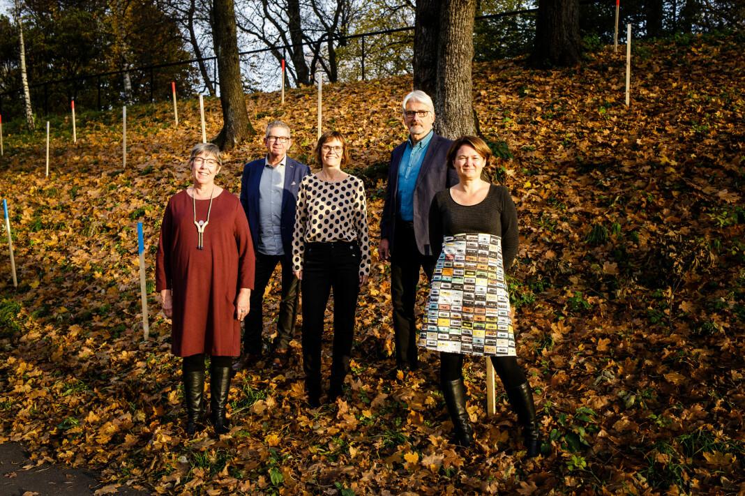 Mer praksis og mer kontakt med bransjen. Slik blir journalistikkutdanninga ved Nord universitet, sier Birgit Røe Mathisen (foran til høyre). Her sammen med kollegaer Hege Lamark, Jan Erik Andreassen, Lisbeth Morlandstø og Bengt Engan.