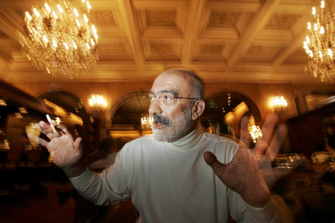Den tyrkiske forfatteren og politiske kommentatoren Ahmet Altan er løslatt fra fengsel etter at han i 2018 ble dømt til livsvarig fengsel. Her er han fotografert under et Oslo-besøk i mai 2004. Foto: Heiko Junge / NTB scanpix