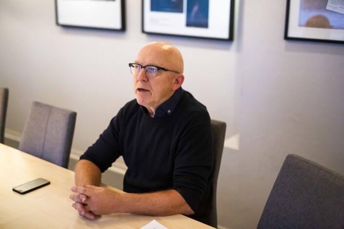Sven Egil Omdal mener å se at presseetiske «husregler» i redaksjonene veldig ofte blir neglisjert. Foto: Kristine Lindebø