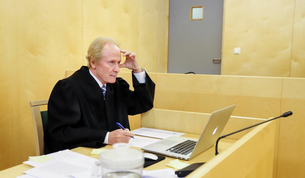 Advokat Per Danielsen representerer mannen som krever fem millioner i oppreisning fra Dagbladet. Her i retten fra en annen sak, mot avisa Raumnes.