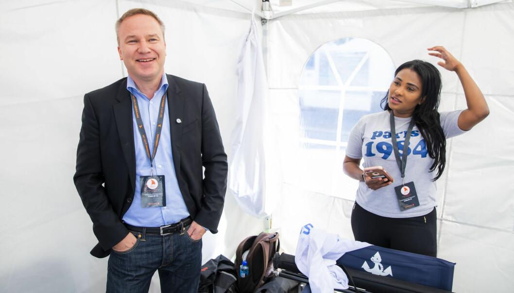 Resett-redaktør Helge Lurås og Xstra-redaktør Shurika Hansen fotografert på stand for Ytringsfrihetsforbundet under Arendalsuka i år. Foto: Håkon Mosvold Larsen / NTB scanpix