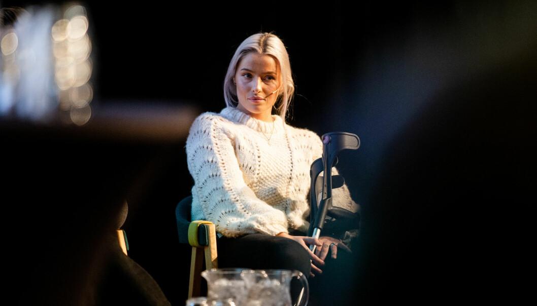 Sofie Bakkemyr på scenen under høstmøtet til Norsk Redaktørforening i Tromsø. Foto: Eskil Wie Furunes