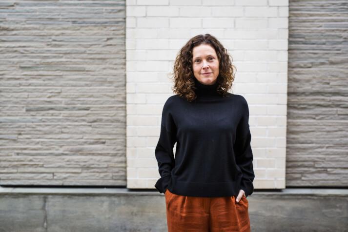 Universitetslektor Ellen Lande Gossner tror kommende fotojournalister går ut i en tryggere bransje. Det er hun glad for. Foto: Kristine Lindebø