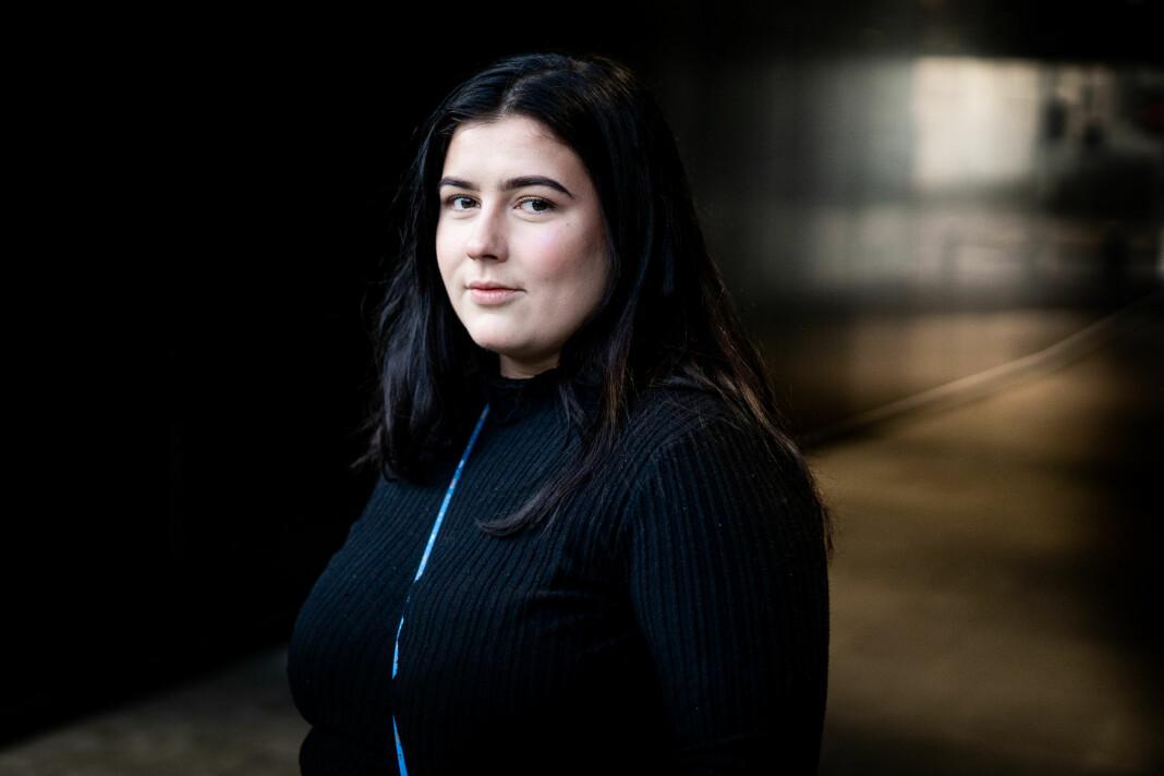 Tuva Marie Åserud ble kastet ut i actionfylt nyhetsfotografering i praksisen i Bergens Tidende – og oppdaget at hun elsket det. Foto: Bård Bøe / Bergens Tidende