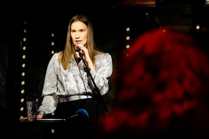 Varsler Sunniva Andreassen forteller sin mening om norsk presse. 70 møtte opp.