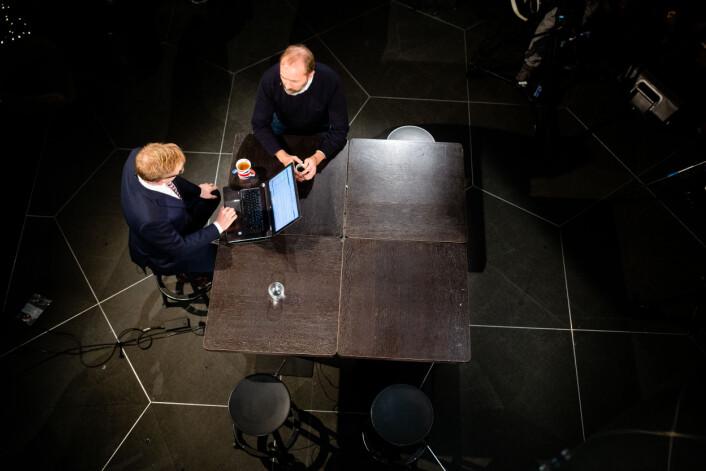 Programleder Espen Aas og Trond Giske i diskusjon på Dagsnytt 18.