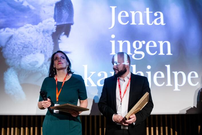 Siri Gulliksen og Alexander Kjønsø Karlsen mottar prisen. Foto: Eskil Wie Furunes
