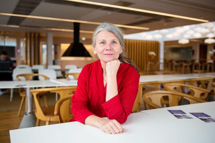 Fotosjef i VG, Annemor Larsen, fotografert i VG-huset før koronakrisa inntraff. Nå er hun og resten av redaksjonen på hjemmekontor.