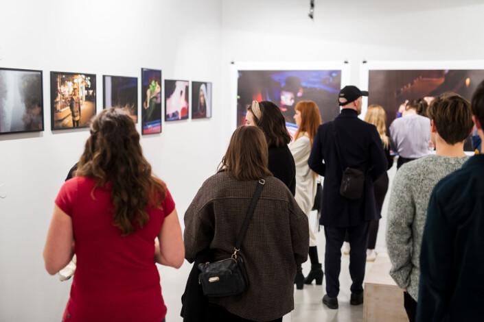 Nesten 200 fotografier representerer trøndersk fotografi i dag, i utstillinga Trondheim Nå. Foto: Kristine Lindebø