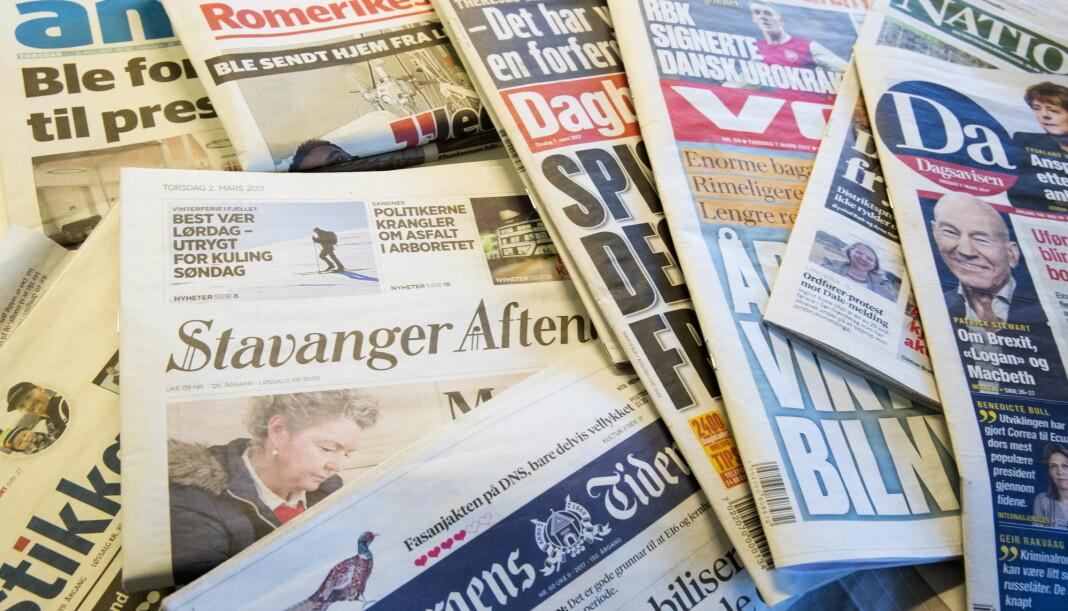 Brukerinntektene øker, reklameinntektene faller og lønnsomheten for norske aviser, radio og TV faller, viser ny rapport.