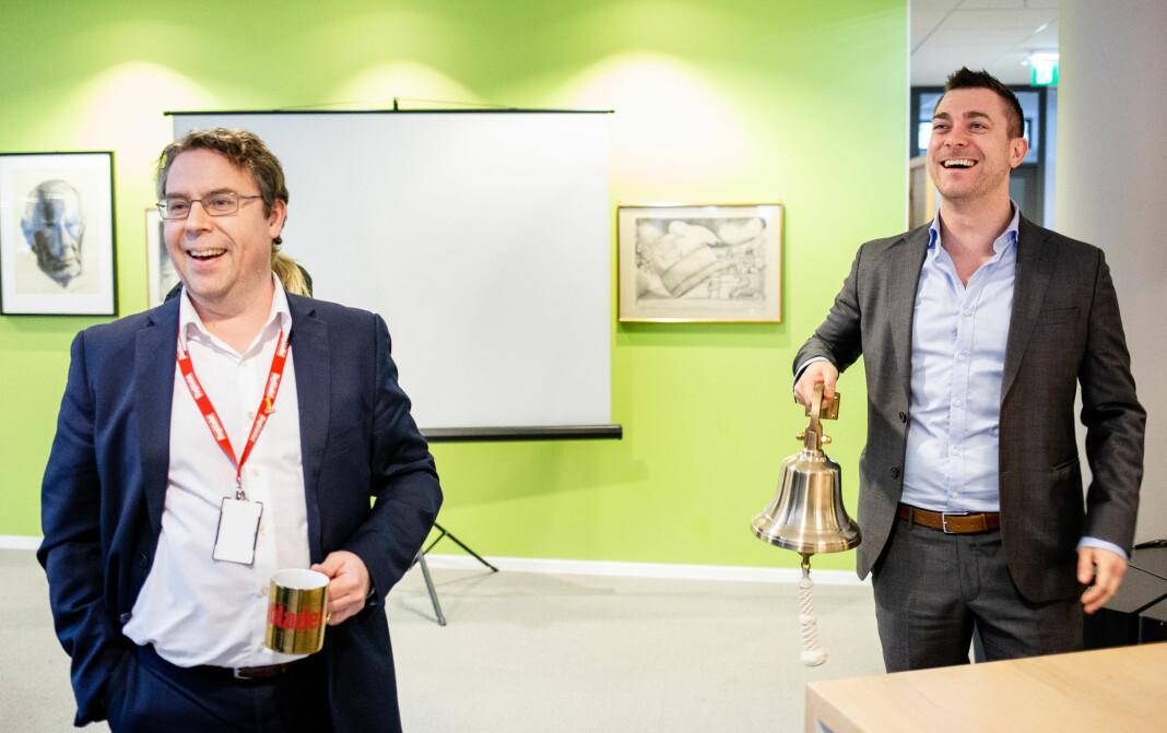 Nyhetsredaktør Frode Hansen og Børsen-leder Jan Thomas Holmlund feirer Børsen-lanseringen.