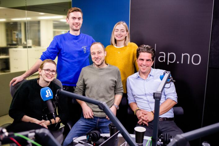 Hele redaksjonen: Klipper Anne Lindholm, produsent Anders Veberg, programleder Andreas Bakke Foss, praktikant Johanne Nese og programleder Kristoffer Rønneberg. Karoline Fossland var ikke tilstede.