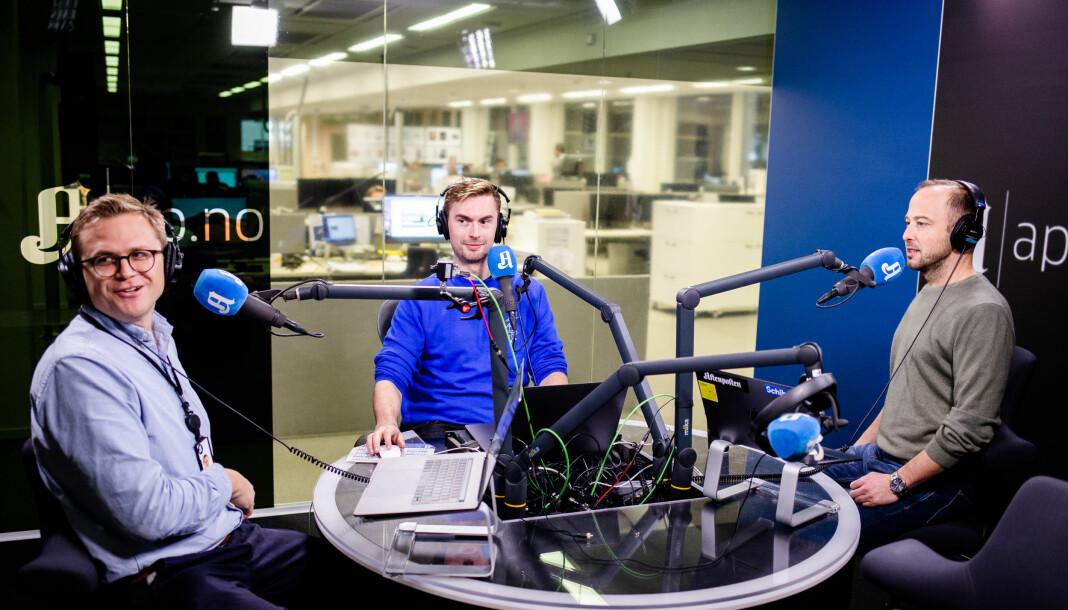 Utenriksjournalist Øystein K. Langberg blir intervjuet av Forklart-produsent Anders Veberg og Forklart-programleder Anders Bakke Foss.