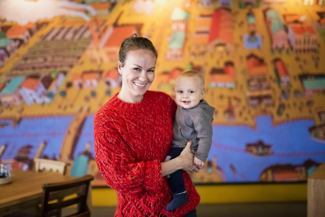 Henriette Ydse Krogstad skulle veldig snart føde lille Isak da hun takka ja til jobben som redaktør for Demokraten og Moss Dagblad. Nå er sønnen ni måneder og Krogstad skal starte i jobben for fullt.