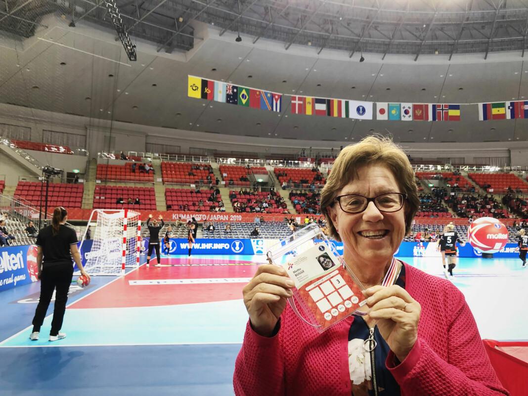 Mette Bugge har vært Aftenpostens sportsjournalist i 42 år. Nå er hun på plass på håndball-VM i Japan.