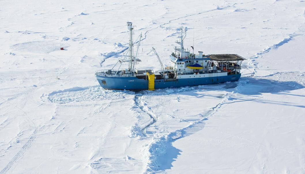 Her er forskningsskipet Lance fotografert i 2015. Skipet kom seg løs onsdag ettermiddag etter at det frøs fast i isen tirsdag.