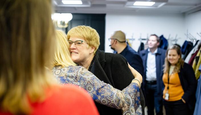 Gode klemmer mellom MBL-sjef Randi Øgrey og kulturministeren.