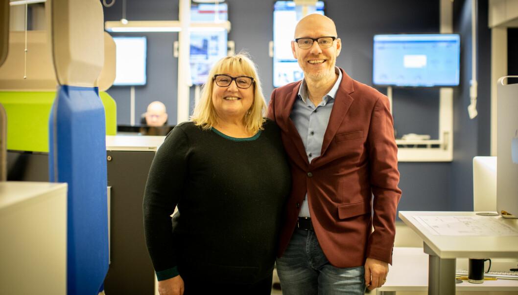 Nåværende og påtroppende direktør: Mona Kristine Rosvold og Kjell Rune Henriksen.