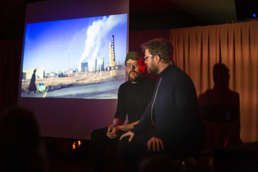 Kyrre Lien og Per Christian Selmer-Anderssen bruker bilder, video og vodkashots for å fortelle om konflikten i Ukraina.