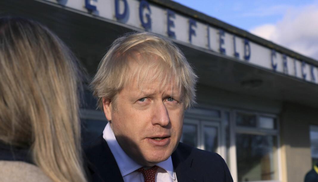 Storbritannias statsminister Boris Johnson truer med å avkriminalisere det å ikke betale lisensavgiften til BBC. Allmennkringkasteren sier det kan koste kanalen nesten 2,5 milliarder kroner.