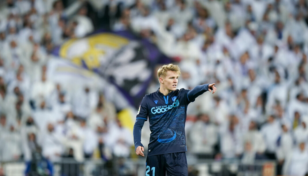 Martin Ødegaard i aksjon for Real Sociedad under kampen mot Real Madrid på Santiago Bernabéu i Madrid i november.
