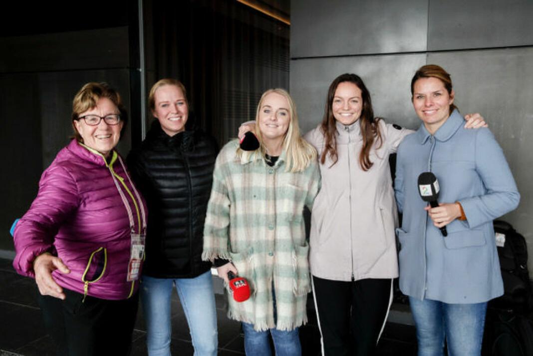 Mette Bugge (Aftenposten), Hanne Skjellum Mueller (NRK), Ida Høidalen (VG), Louise Samnøy (TV3) og Ida-Marie Vatn (TV 2) var i Japan for å dekke håndball-VM. I tillegg var Kaja Snare også der for TV3, samt Melina Pambou for Dagbladet.
