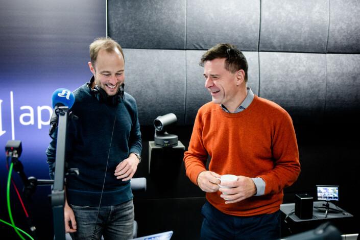 Programleder Andreas Bakke Foss og sjefredaktør Espen Egil Hansen diskuterer suksessen til Aftenpostens podkast Forklart.