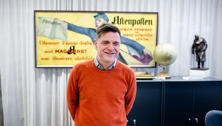 Espen Egil Hansen inne på redaktørens møterom. Til vanlig sitter sjefredaktøren i kontorlandskapet.