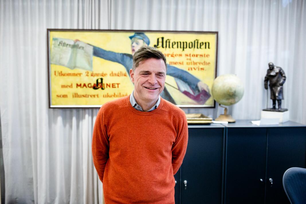Espen Egil Hansen inne på redaktørens møterom i Aftenposten. Nå forlater han Schibsted.