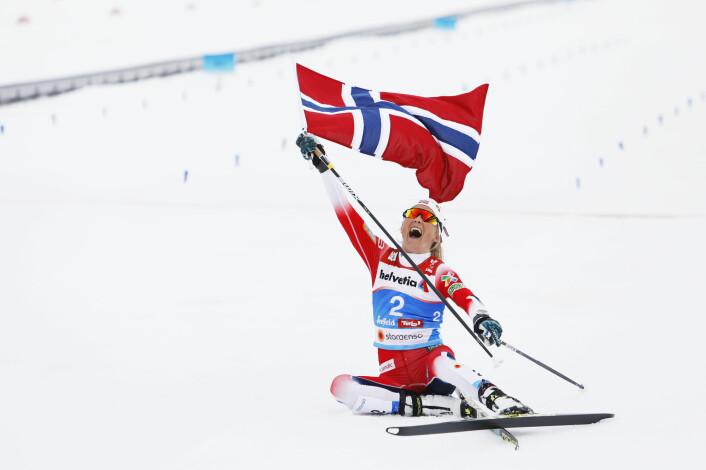 Therese Johaug avslutter et fantastisk ski-VM i Seefeld med å vinne tremila med klar margin. Hun var tilbake i mesterskap etter dopingdommen og tok tre individuelle VM-gull. Foto: Tore Meek / NTB scanpic
