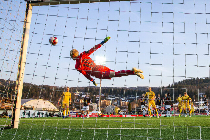 Geir André Herrems skudd på vei mot vinkelen i kampen mot Mjøndalen. Bodø/Glimt vant 5-4. Foto: Tore Meek / NTB scanpix