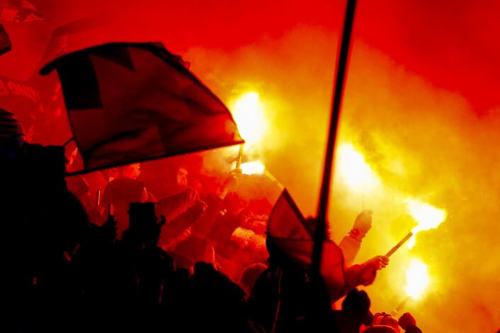 Bluss på tribunen under cupfinalen i fotball for menn mellom Viking og Haugesund. Viking vant 1-0 og kronet en sterk sesong med kongepokal. Foto: Fredrik Hagen / NTB scanpix