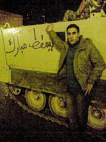 «Ned med Mubarak» står det ved siden av Hossam.