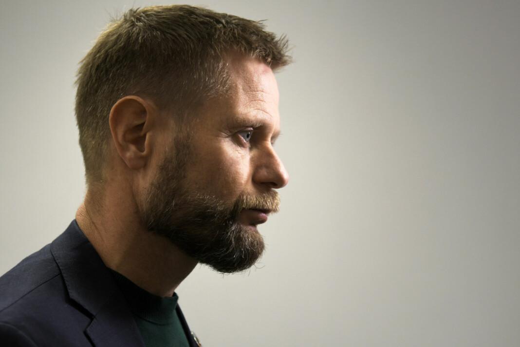 LO Media-journalist Torgny Hasås mener helseminister Bent Høie bryter loven. Det avviser departementet han styrer.
