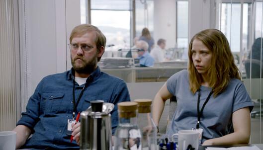 Aftenposten-journalistene Harald (spilt av Marius Lien) og Anine dekker terroren som journalister i Aftenposten.