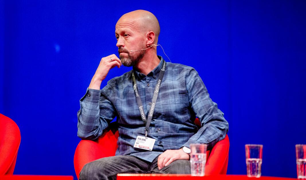 NRK skal ha færre direkte sitater i skriftlige saker, forteller etikkredaktør Per Arne Kalbakk. Her fotografert under Skup-konferansen i fjor.