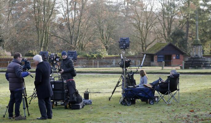 Britisk presse har tatt oppstilling utenfor Sandringham House i Norfolk, om lag 20 mil fra London.