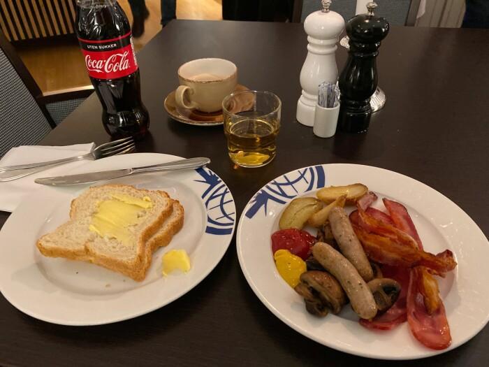 Frokosten på hotellet i Honningsvåg reddet morgenen, etter over åtte timer på reise, for en tur som skulle ta 30 minutter.