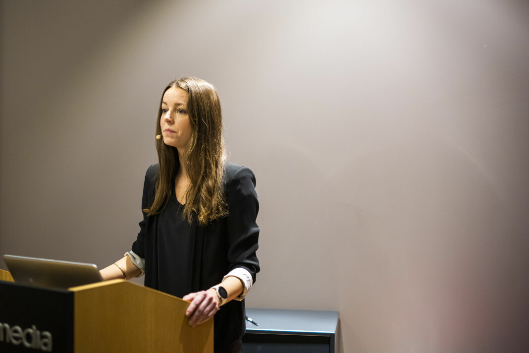 MBLs markedsanalytiker Bente Håvimb presenterte resultatet av undersøkelsen om seksuell trakassering i mediebedriftene.