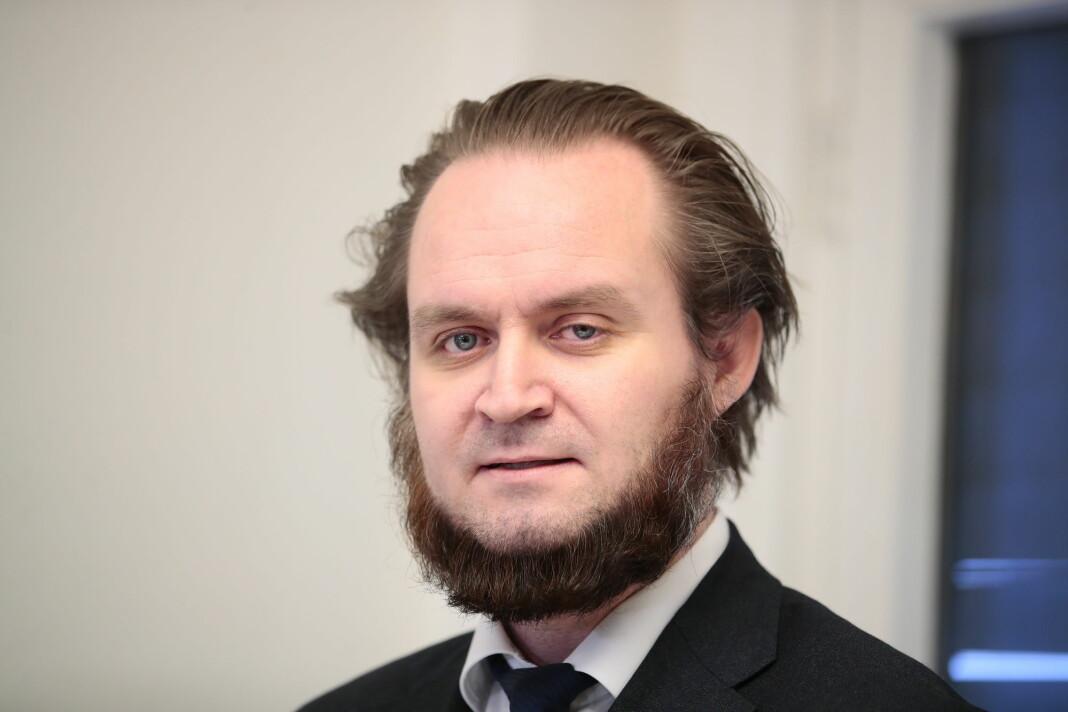 Advokat Nils Christian Nordhus har stevnet nettavisen Resett etter den identifiserte den terrorsiktede kvinnen.