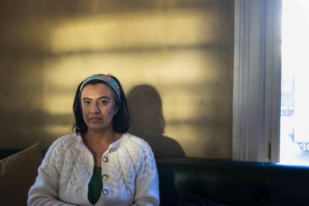 Frilansfotograf og dokumentarfilmskaper Maru Sanchez Lopez har brukt opp alle sparepengene sine, fordi hun venter på sykepenger fra Nav.