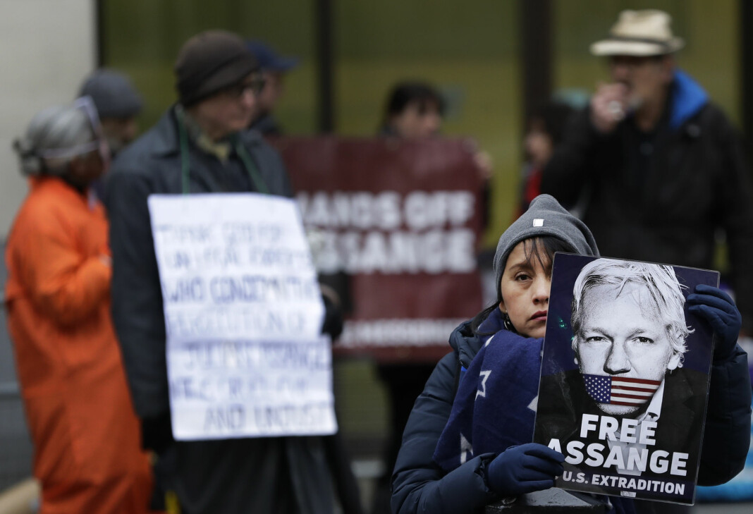 Demonstranter som støtter Wikileaks-grunnlegger Julian Assange var torsdag på plass utenfor rettsbygningen i London.