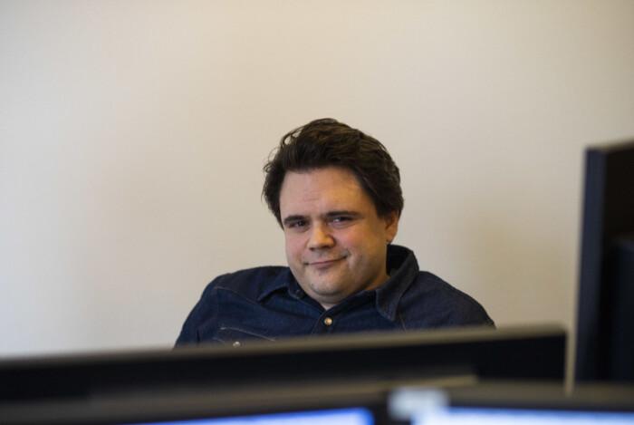 Jari Bakken, redaksjonell utvikler i VG og Faktisk.no, her i Faktisk-redaksjonen