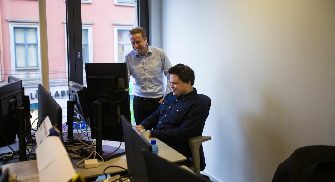 Ansvarlig redaktør Kristoffer Egeberg og utvikler Jari Bakken i Faktisk.no, her i lokalene til Faktisk i Pilestredet.