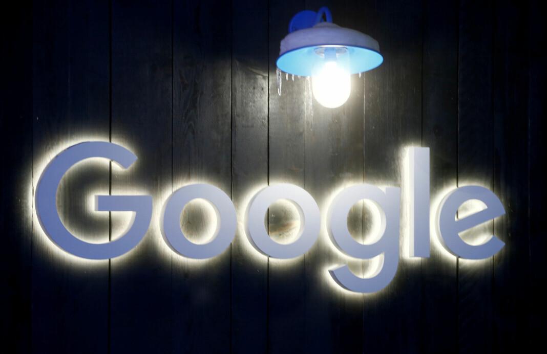 Google har startet dialog med mediegrupper som inkluderer to av Frankrikes største riksaviser, Le Monde og Le Figaro, for å betale dem for kvalitetsjournalistikk.