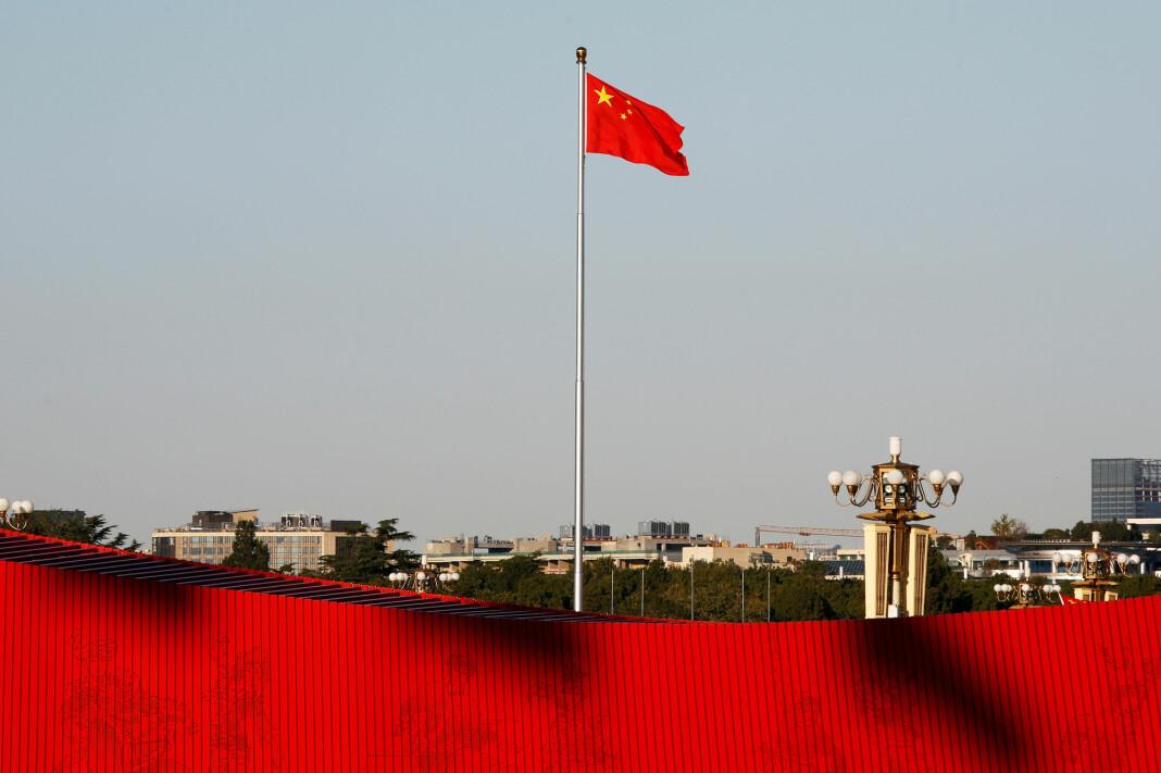 Kina utdanner 1.000 afrikanske journalister årlig. Her svaier det kinesiske flagget på Tiananmen Square i Beijing. Foto: Florence Lo / REUTERS / NTB Scanpix