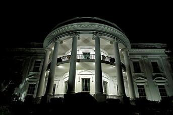 Det hvite hus holder pressekonferanse etter å ha avlyst den